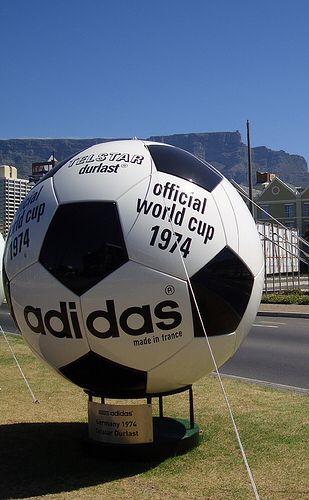 【iPhoneアプリ】サッカーW杯:予想までしてくれる!