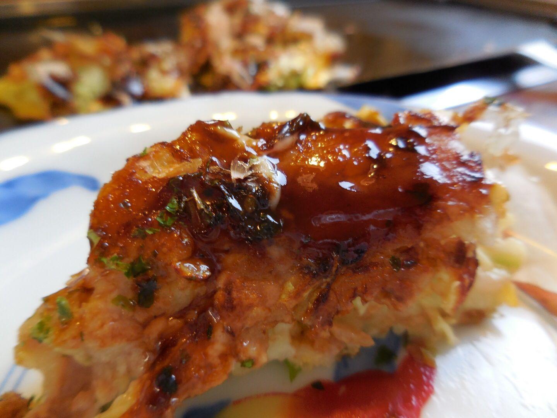【食べ物・お店】どんどん亭:マニュアルどうりにお好み焼きを焼く