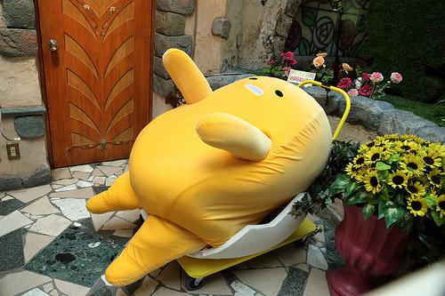 【食べ物・お店】ぐでたま 道とん堀コラボ:今日はしがらみが多いうどんで!