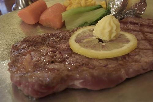 【食べ物・お店】目の前で炭火で焼いてくれるステーキ!:ステーキハウス、チャコオキナワ!