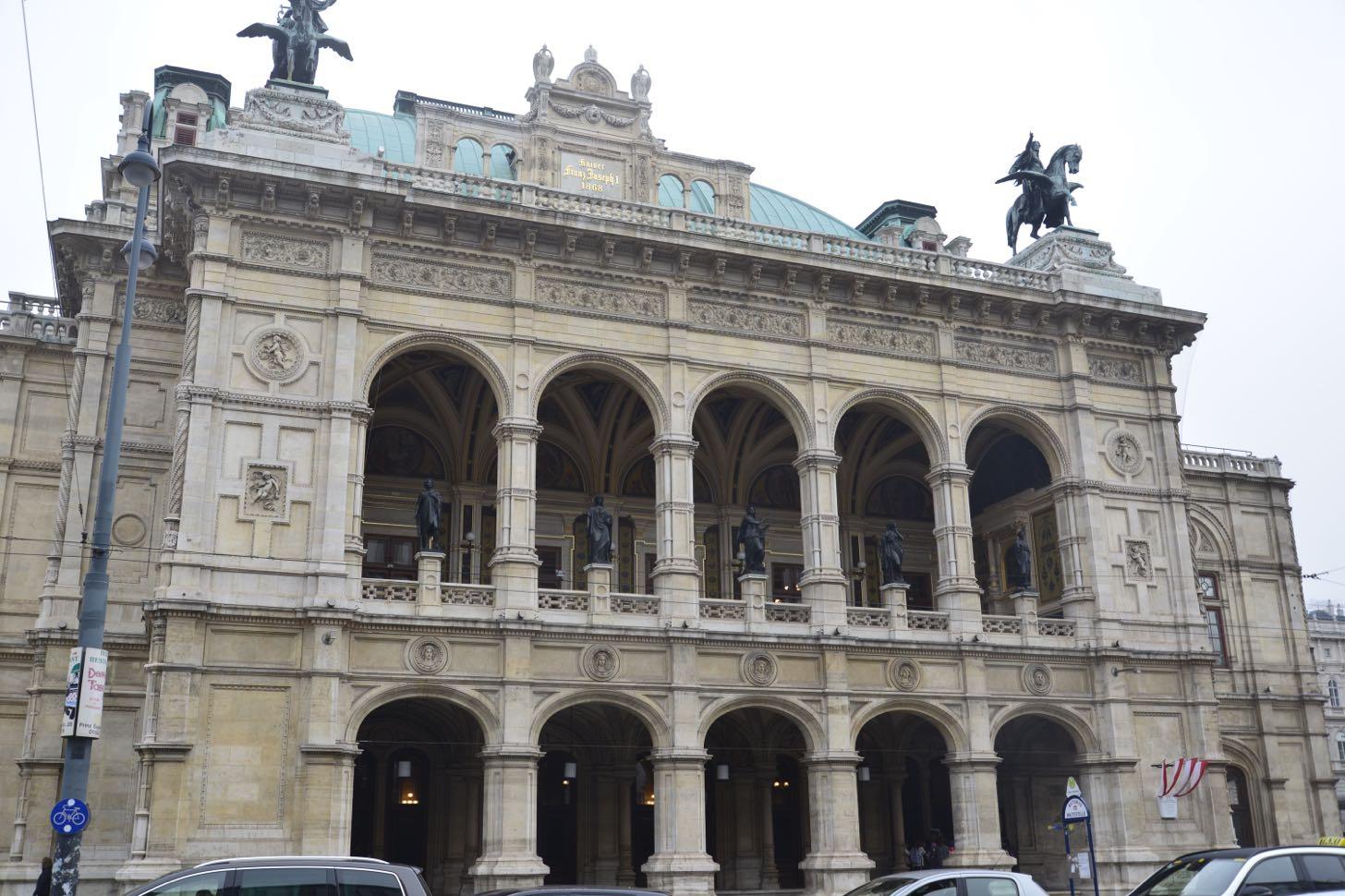 【海外】仕事も遊びもウイーン・ウイーンシチュエーション:オペラ座でオペラを見たんですが…
