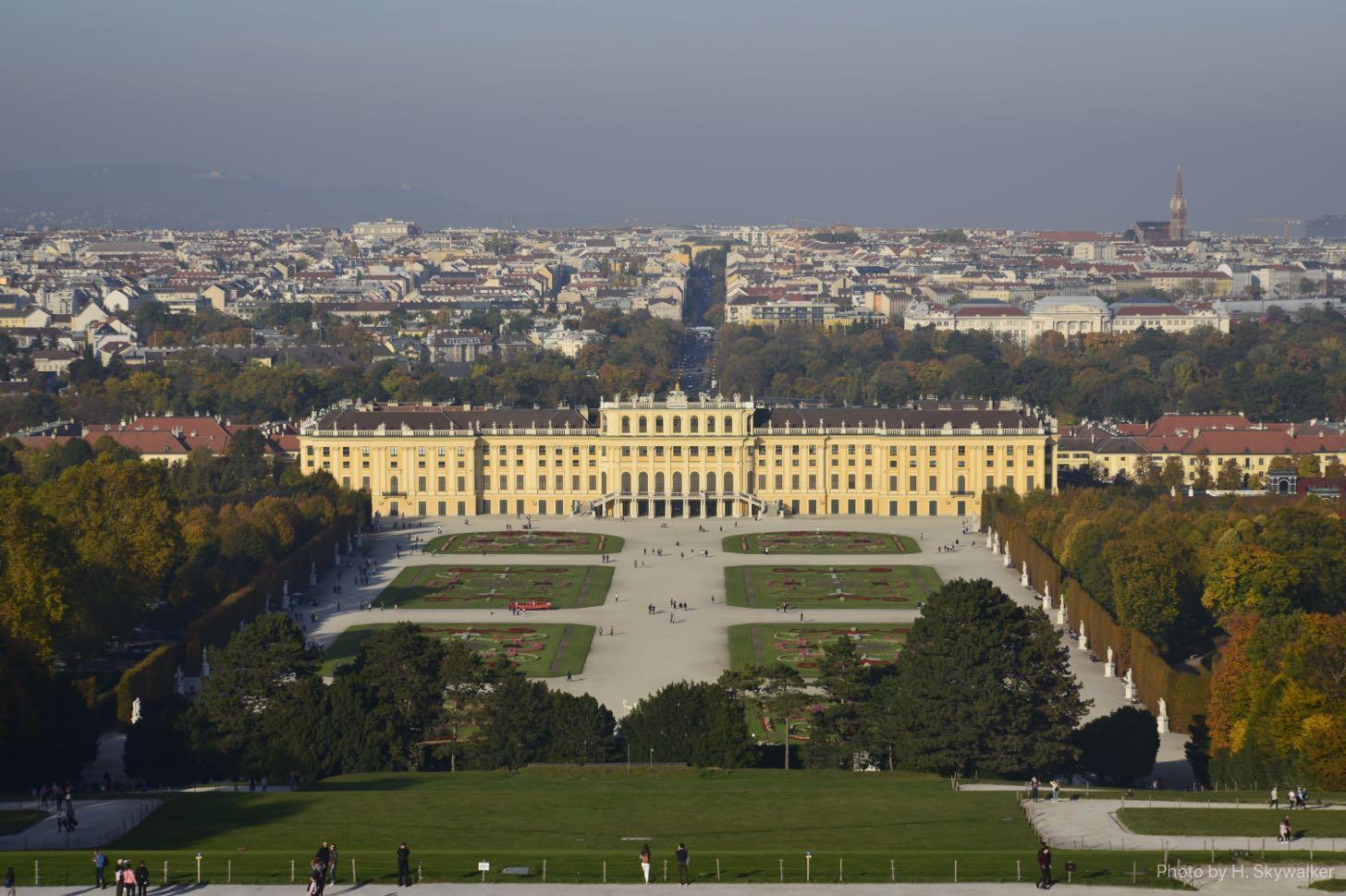 グロリエッテから見る宮殿