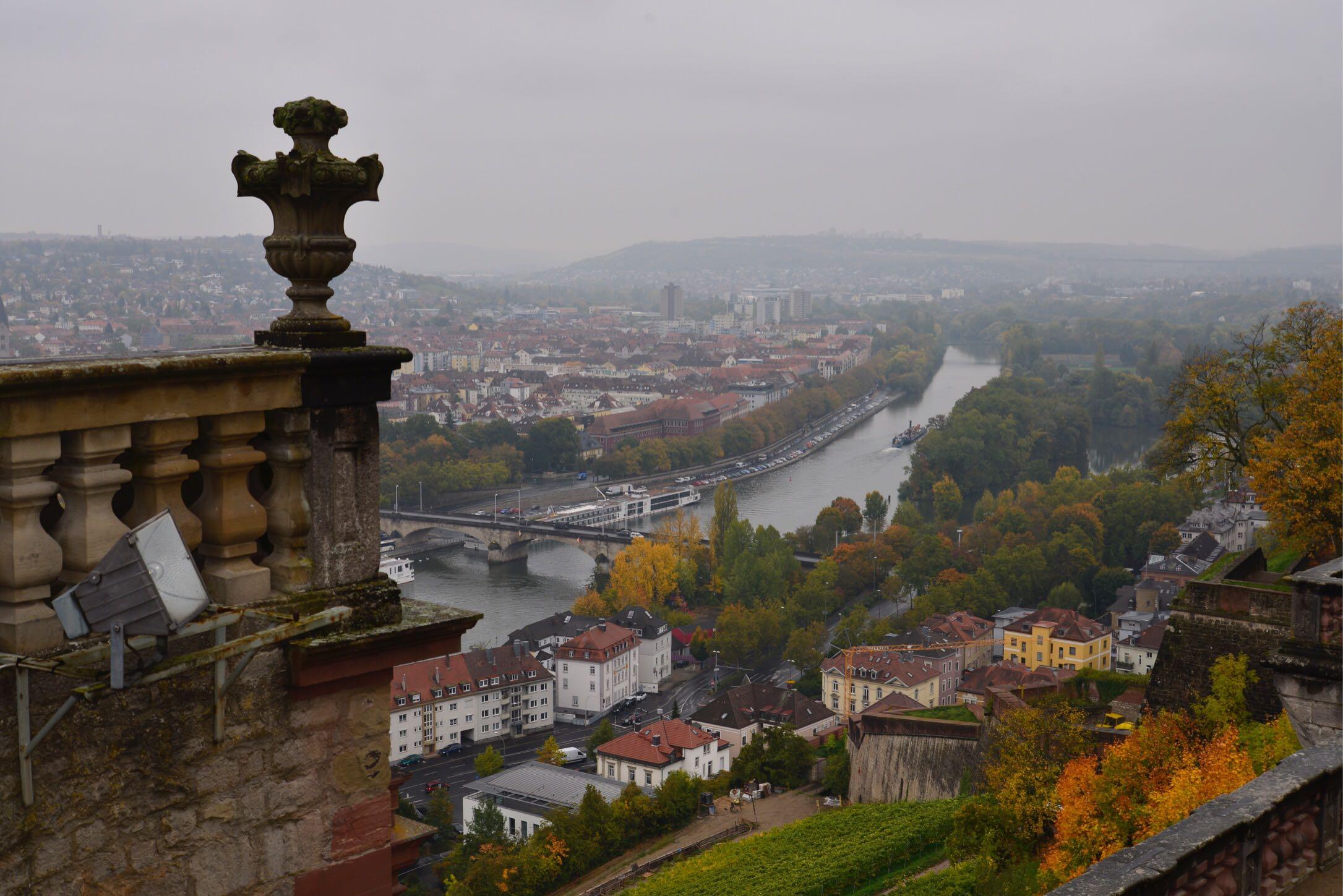 【海外】ビュルツブルクと言えばこれ:マリエンベルク要塞で町を一望